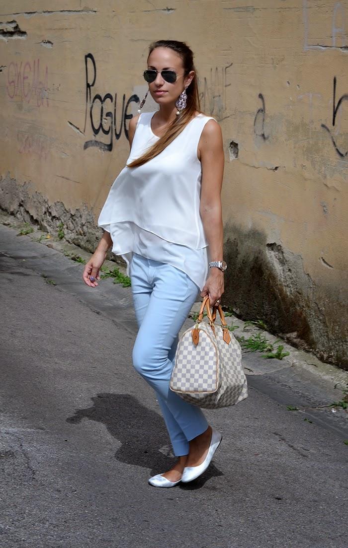 look azzurro + bianco
