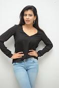 Hebah Patel glam pics in black top-thumbnail-13