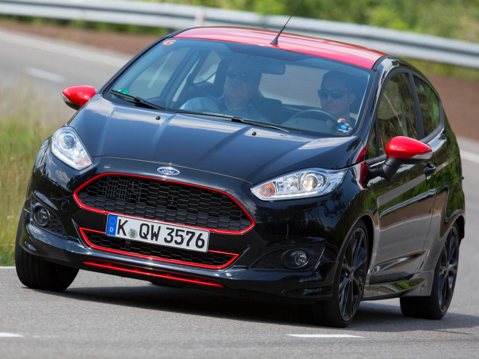 Novo Ford Fiesta Red & Black 1.0 Turbo 140 cavalos