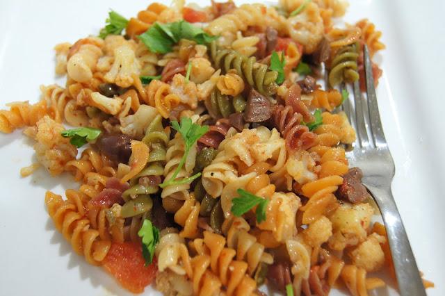 Simple Vegetarian Recipes: Cauliflower Fusili Puttanesca