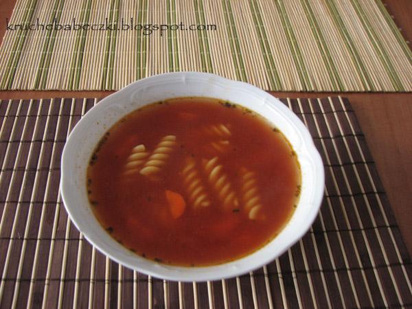 Zupa pomidorowa z marchewką i makaronem
