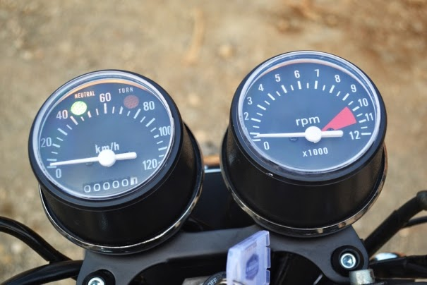 Gambar Modifikasi Suzuki Thunder 2008 ala Cafe Racer, Mantap!