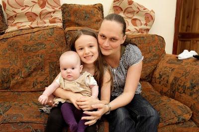 Bocah 6 Tahun ini Sendirian Bantu Ibunya Melahirkan!