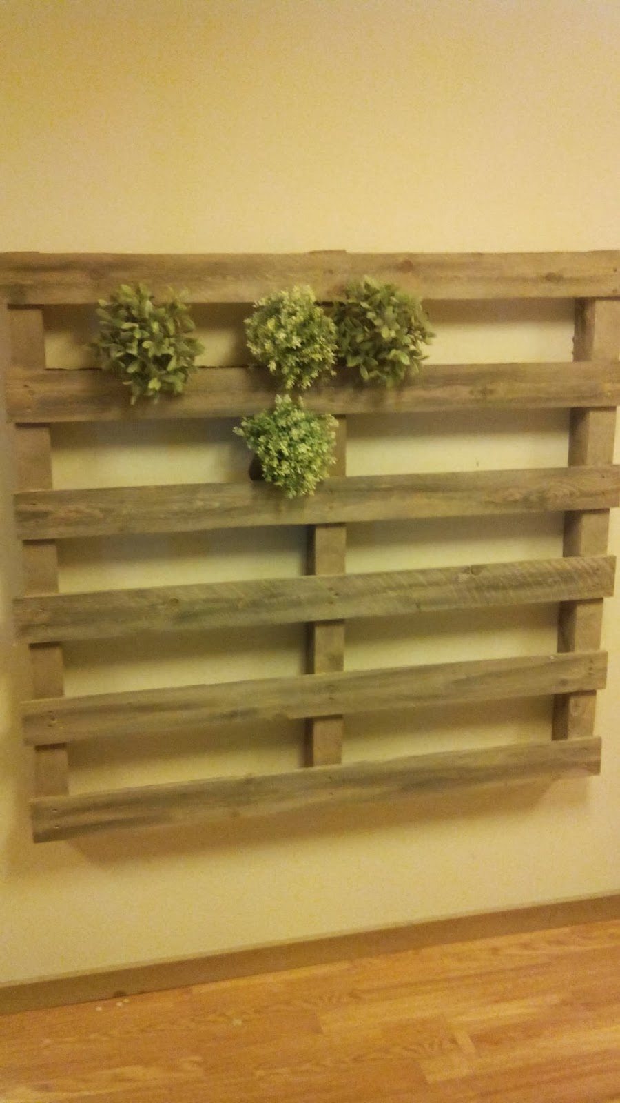 Jard n vertical hecho con palets for Catalogo ikea muebles de jardin