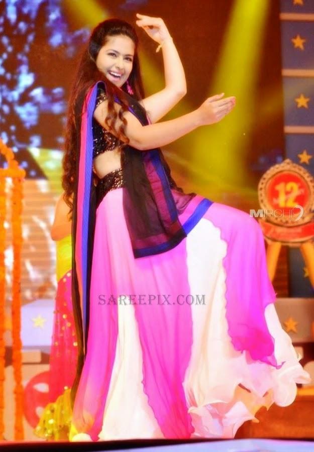 Actress-Avika-gor-lehenga-dance-santhosham-12th-anniversary-celebrations-2014