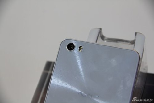 Fotocamera posteriore da 13 mega pixel e anteriore da 5 mega pixel per Honor 6 di Huawei