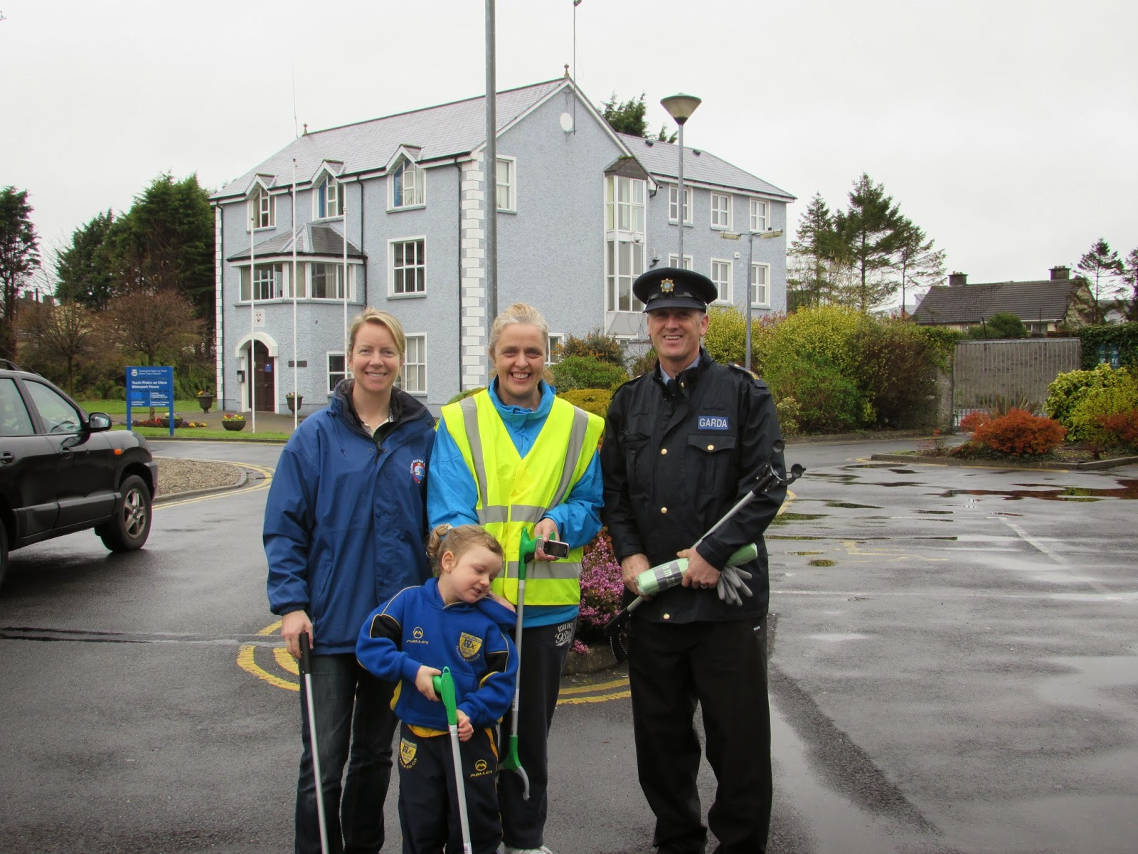 Ennis community groups take part in Spring Clean event