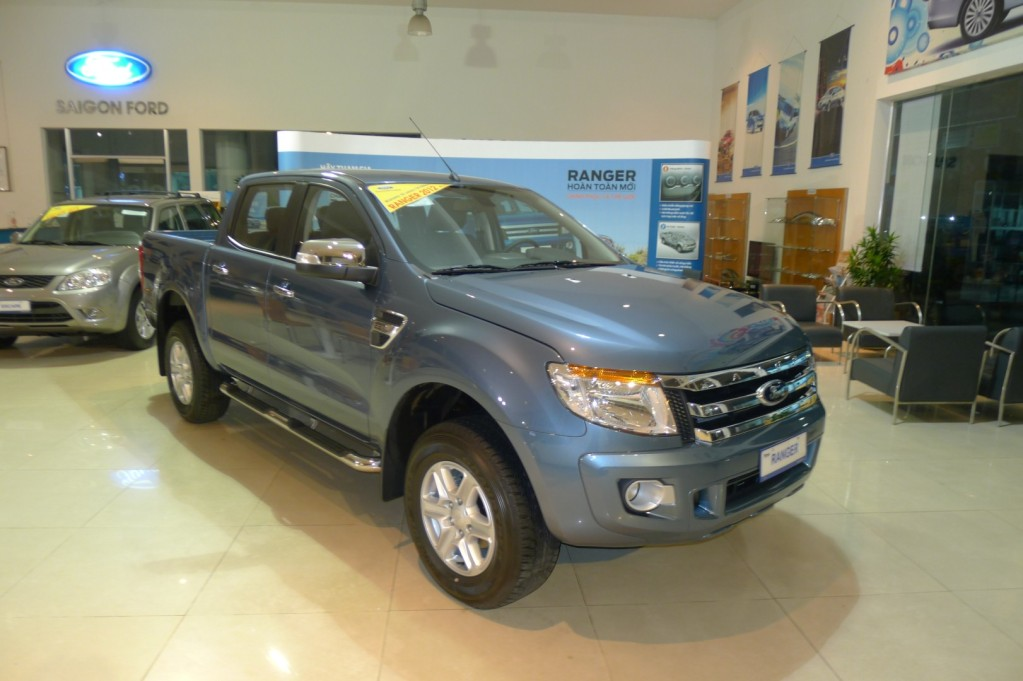 Ford Ranger XLT 2014 màu xanh thiên thanh