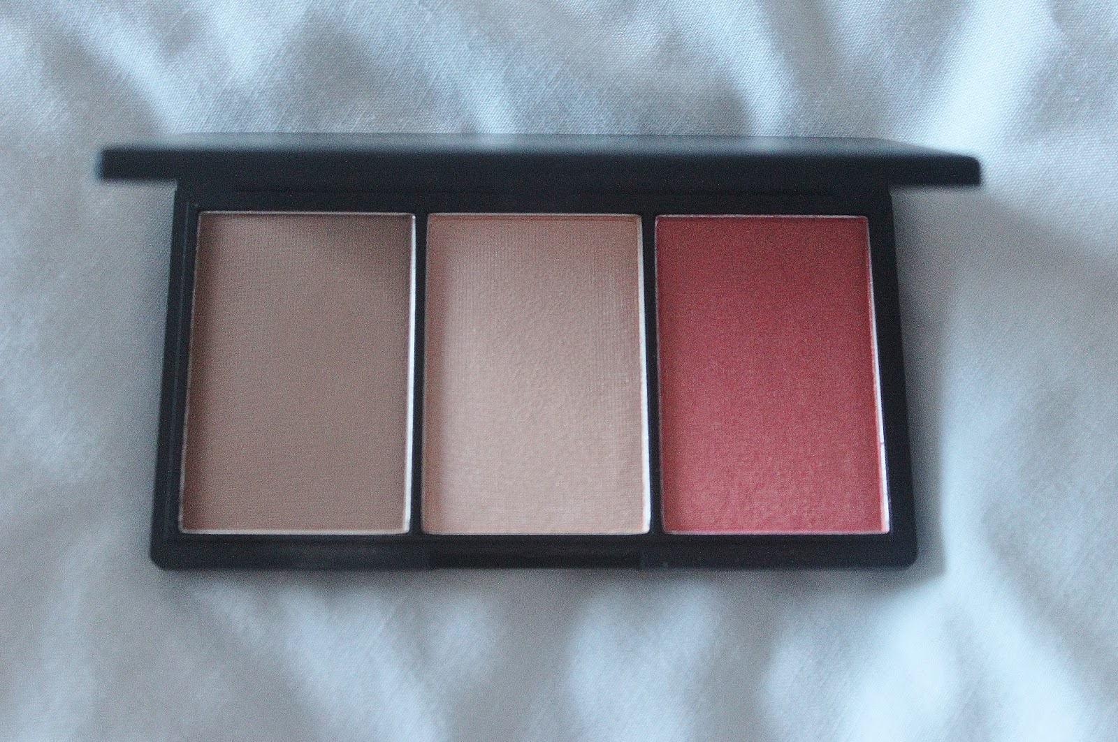 sleek face form contouring and blush palette