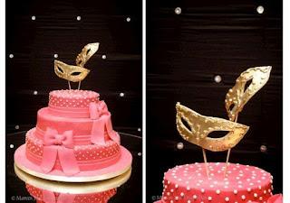 bolo pink, mascara dourada, festa baile mascara