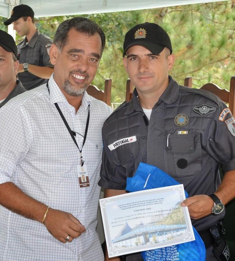 O secretário de Segurança Pública, Marcos Antonio da Luz, congratula o PM Portugal