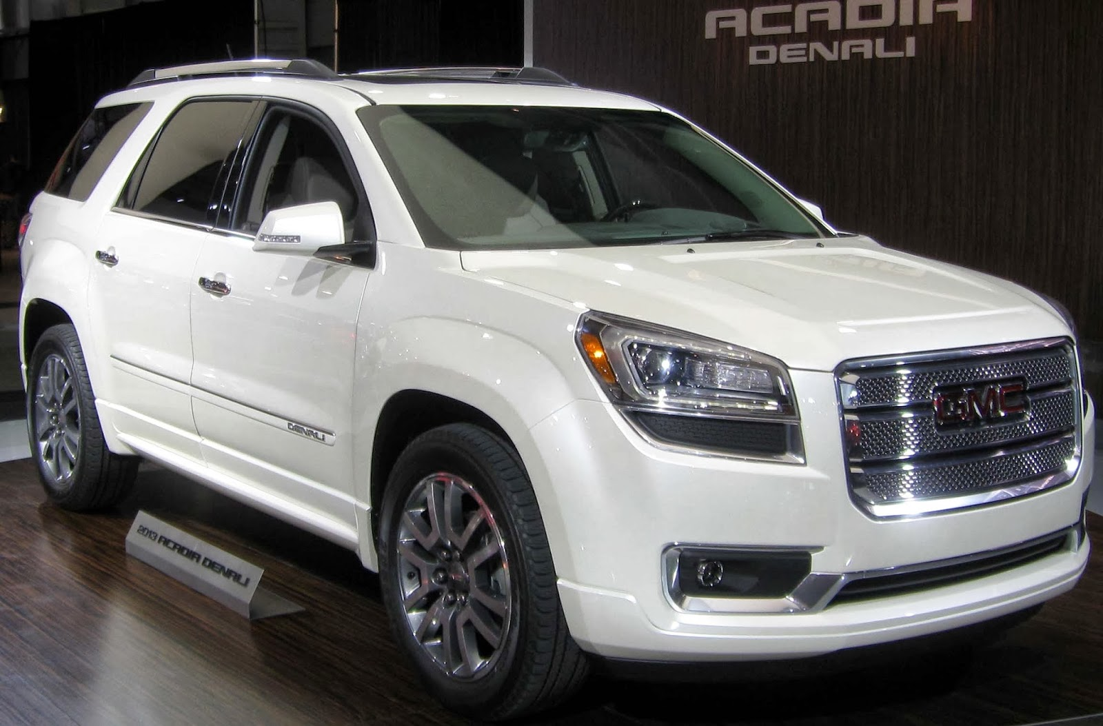 educate all universities 2014 gmc acadia suv. Black Bedroom Furniture Sets. Home Design Ideas