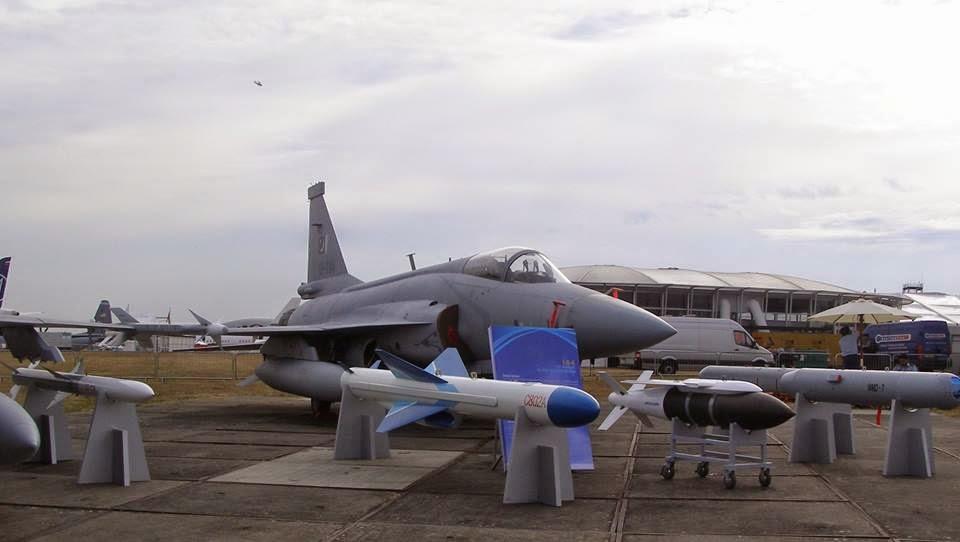 المقاتلة الصينية - الباكستانية JF-17 10998413_799833613431486_6518098793758392902_n