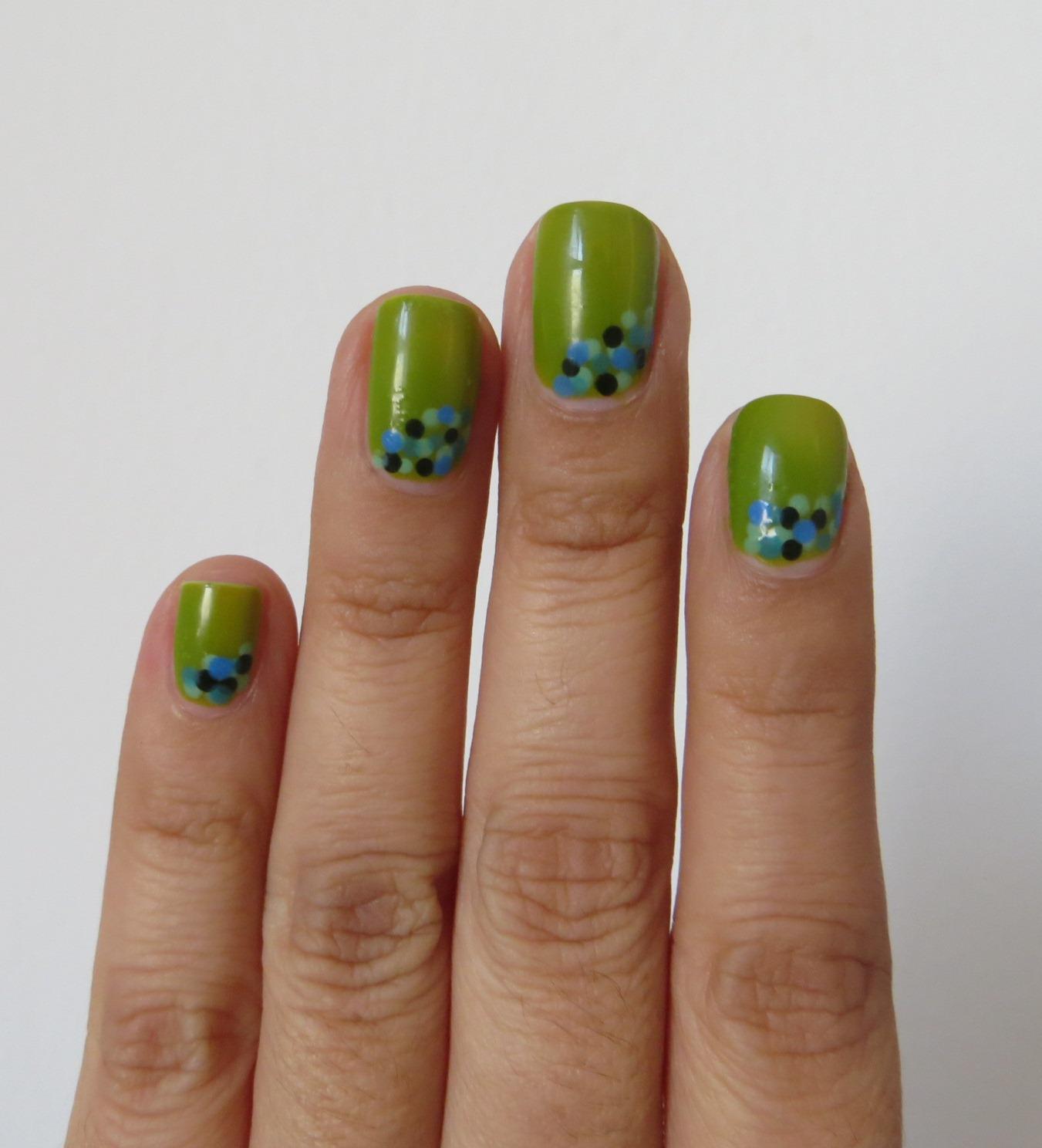 Coloreando mis Uñas: Uñas de la semana: Verde Manzana Polka Dots ...
