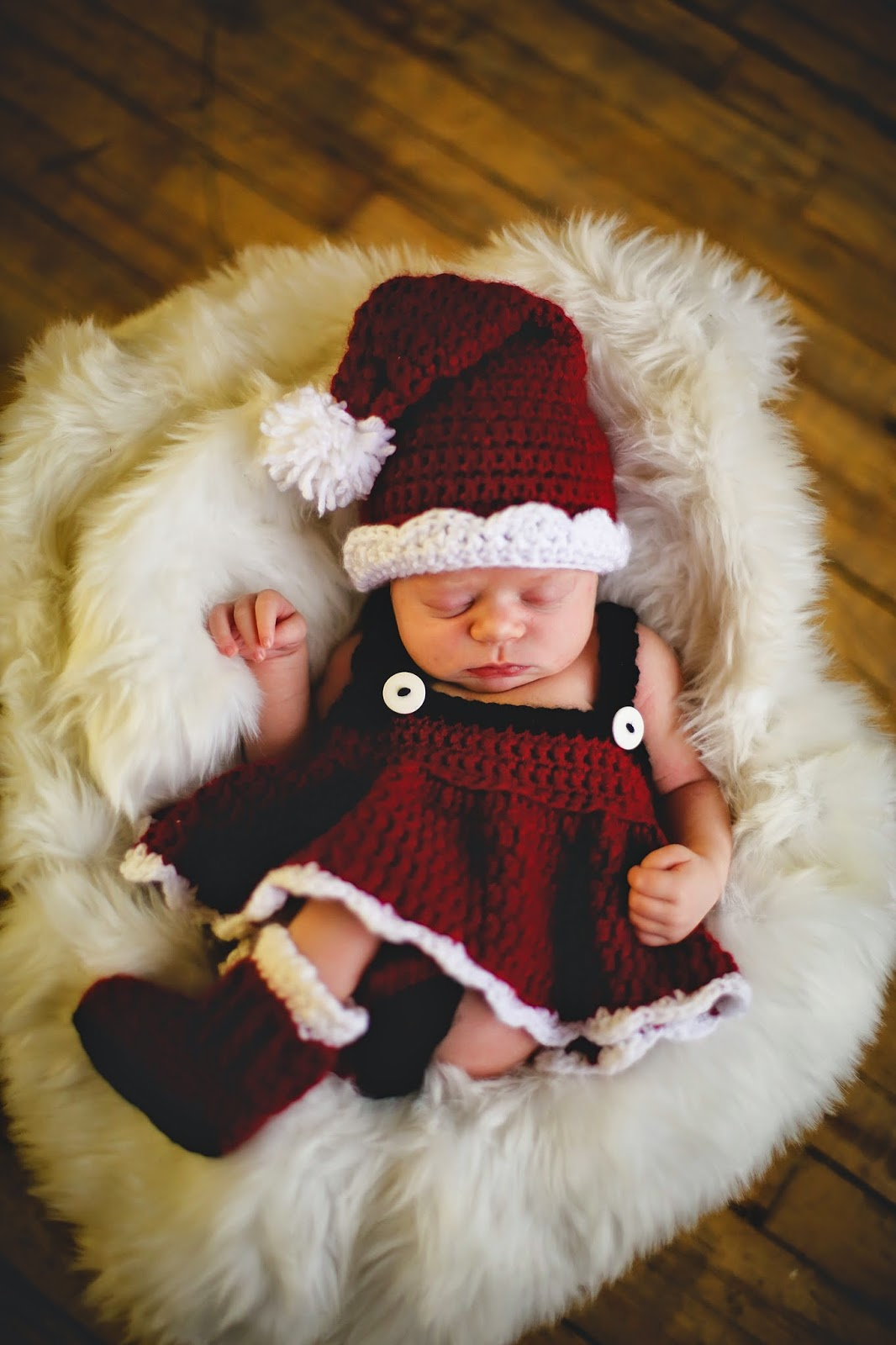 http://www.ravelry.com/patterns/library/santa-set-for-girl-and-boy