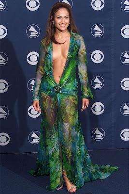 Jennifer Lopez'n 2000 yılında Grammy ödül töreninde giydiği Versace Elbise