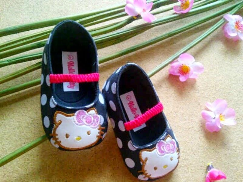 Sepatu hello kitty lucu motif pulkadot untuk anak