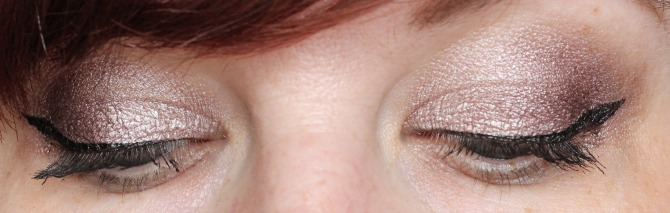 Romantic smoked palette on the eyes