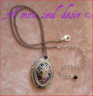 Collier médaillon gothique victorien croix argentée silver cross locket victorian gothic gothik goth necklace