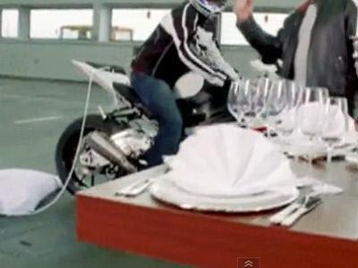 Propaganda fake da moto BMW S1000 RR