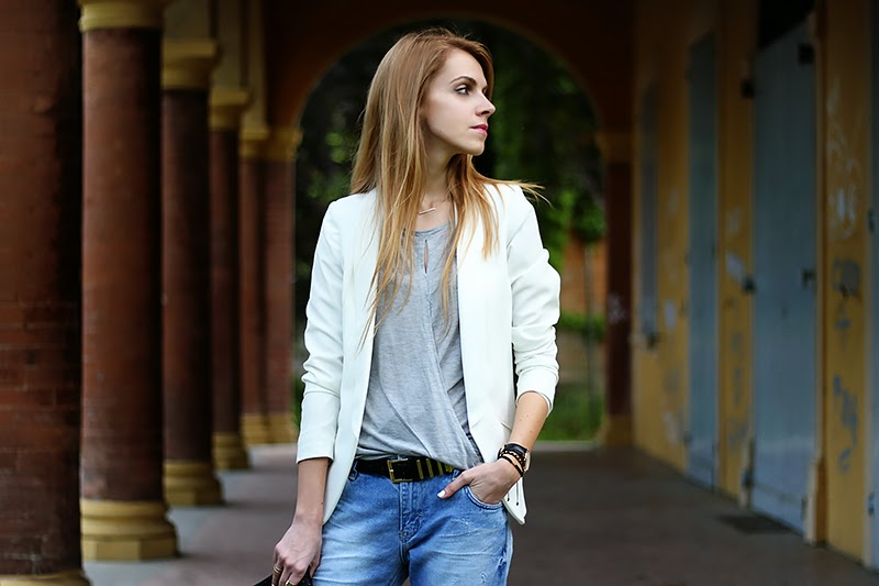 distressed Zara boyfriend jeans, white blazer