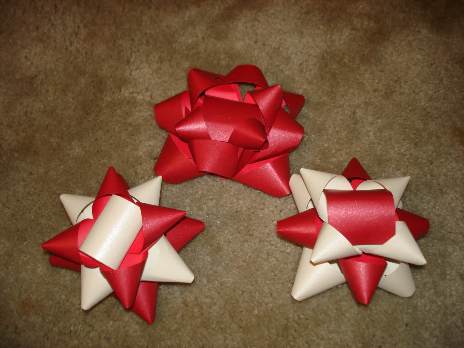 definitely a great and easy way to make bows for gifts especially when you dont have any or dont have any that match your wrapping paper - Diy Christmas Bows