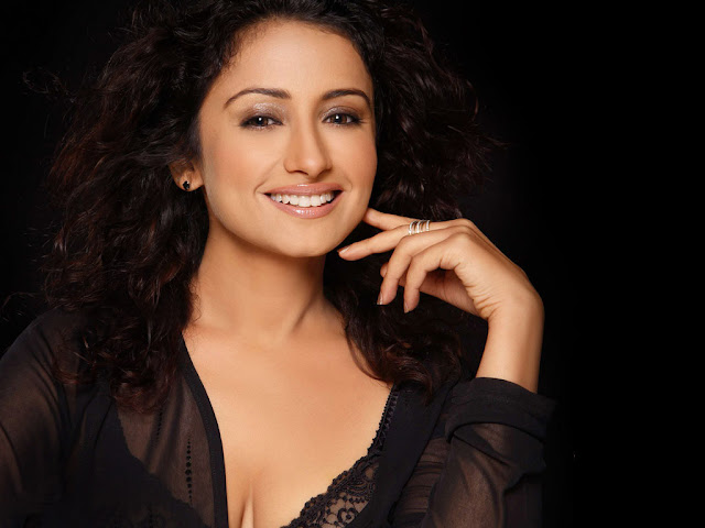 Divya Dutta HD Wallpaper