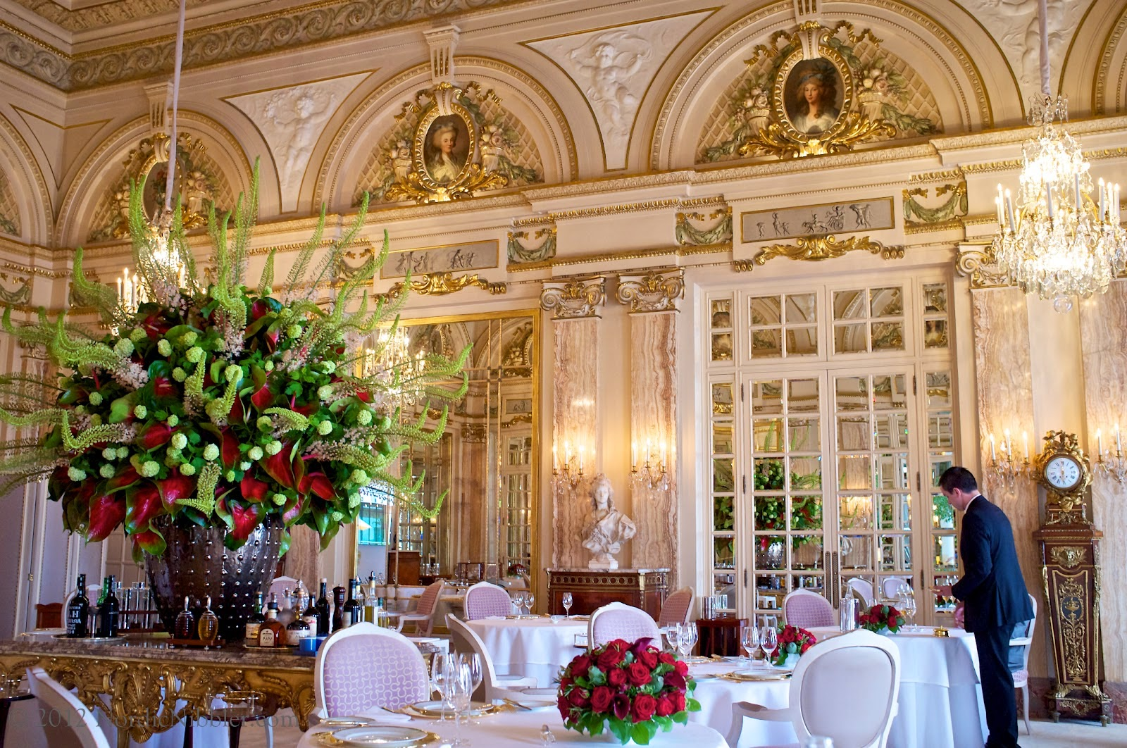 Passion for luxury 10 most beautiful restaurants in the for Most beautiful dining rooms in paris