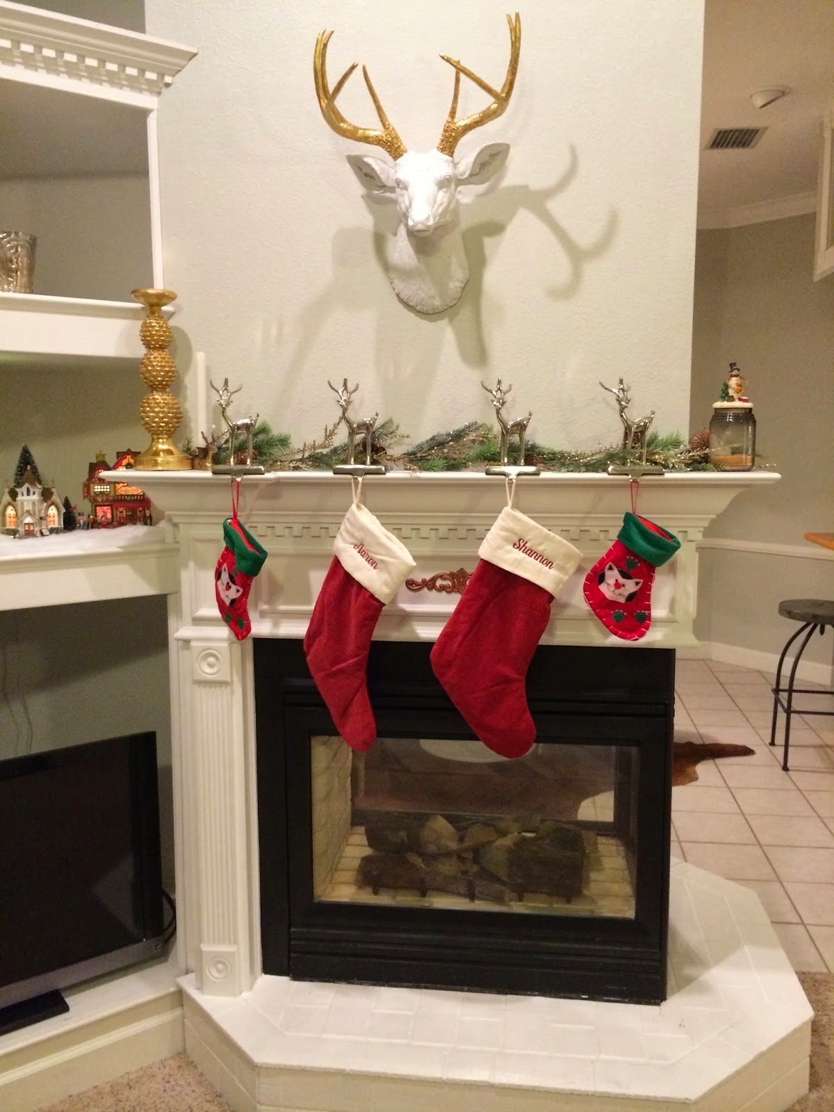 fabulously vintage our christmas mantle