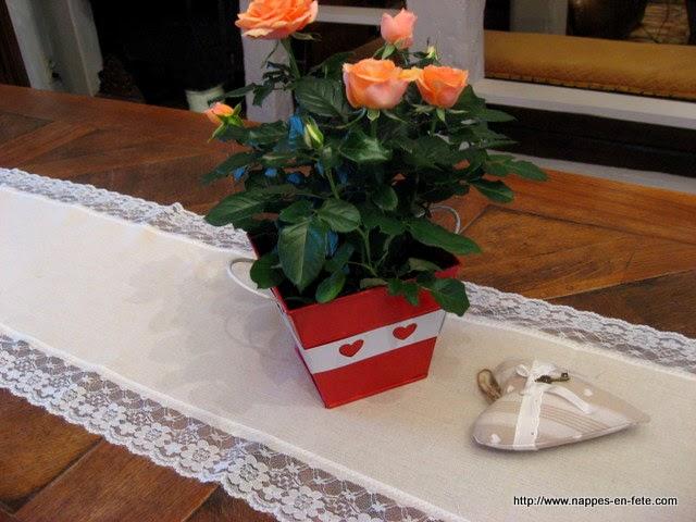 Nappes en f te d co table nappe papier chemin de table en toile de jute bord de dentelle - Chemin de table toile de jute et dentelle ...