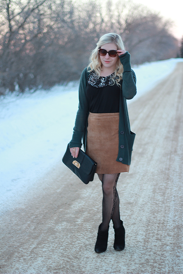 How to wear a vintage lace skirt.  Inspiration from a Winnipeg fashion blogger.
