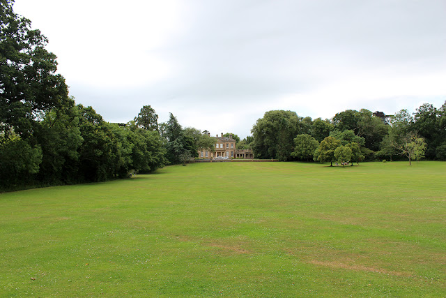 upton-country-park-stretch-of-grass-empty-field-todaymyway.com