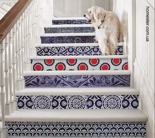 Escalera interior decorada