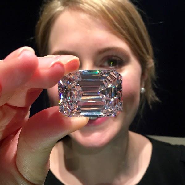 Menang Bidaan Berlian 100 karat Terbaik Dunia Melalui Telefon