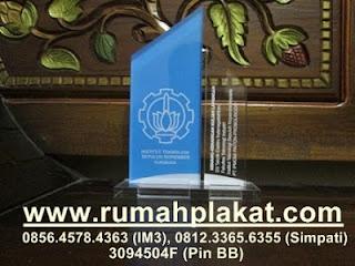 plakat akrilik surabaya, jual vandel malang, piala akrilik design. 0812.3365.6355, www.rumahplakat.com