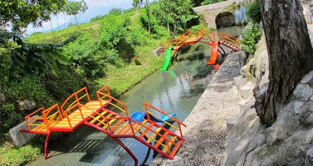 Bagi Anda Yang Sedang Mencari Tempat Wisata Anak Di Klaten Coba Deh Datang Ke Lepen Kencono Obyek Wisata Ini Boleh Dibilang Ramah Keluarga Dan Anak Anak