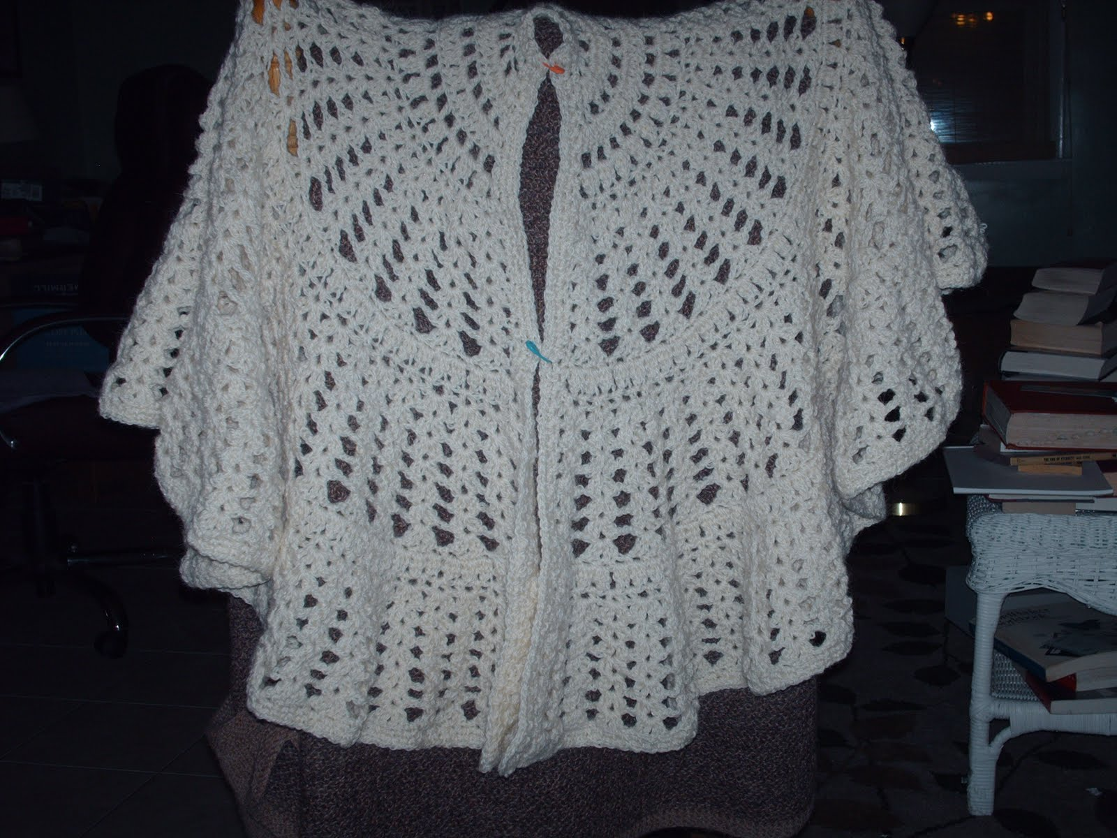 Crochet Patterns Shawls And Wraps : CROCHETED CIRCULAR SHAWL PATTERN Crochet Projects