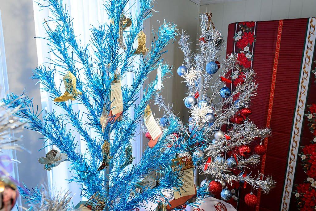 Summary Aluminum Christmas Trees Tv Tropes