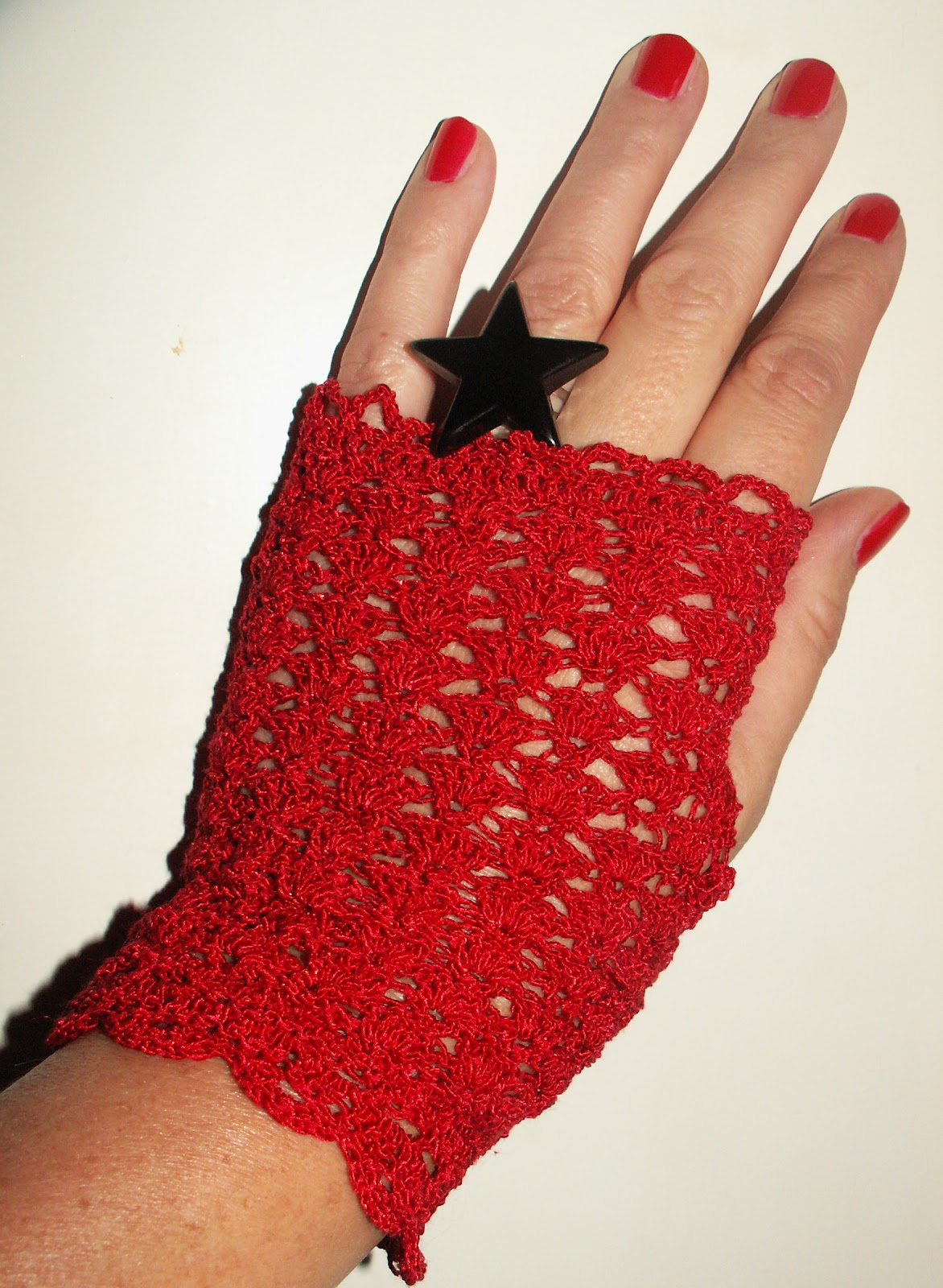 Howling at the moon fingerless lace gloves