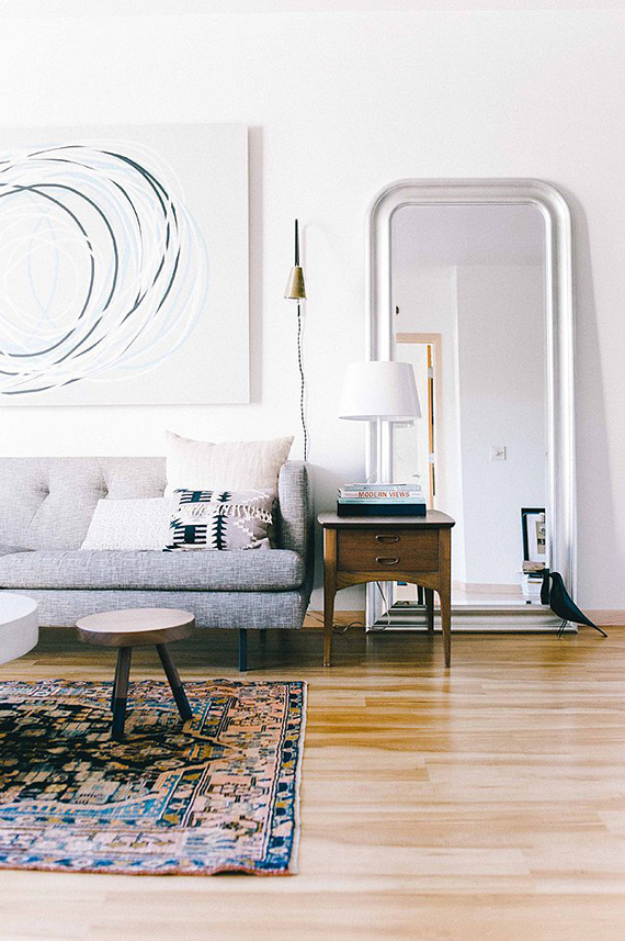 Decor trend: Floor mirrors | Image by Melissa Oholendt via The Everygirl.