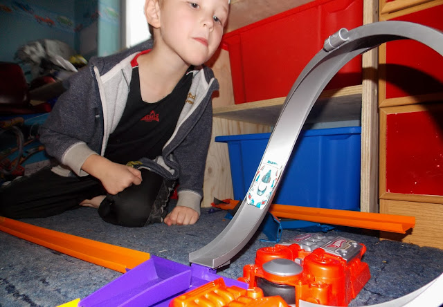 hot wheels toy cars on loop track
