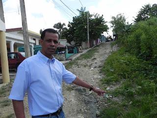 Regidor Darío Liriano asegura gobierno ha olvidado barrios de Sabana Perdida