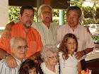 la vieja, el tío, nosotros y los nietos...