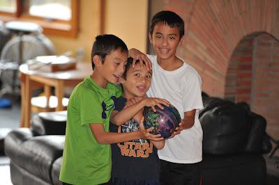 http://1.bp.blogspot.com/-dFDKqcjp0aA/UHW9aEeWgmI/AAAAAAAABEQ/kmCncqFcOHc/s400/boys_web.jpg