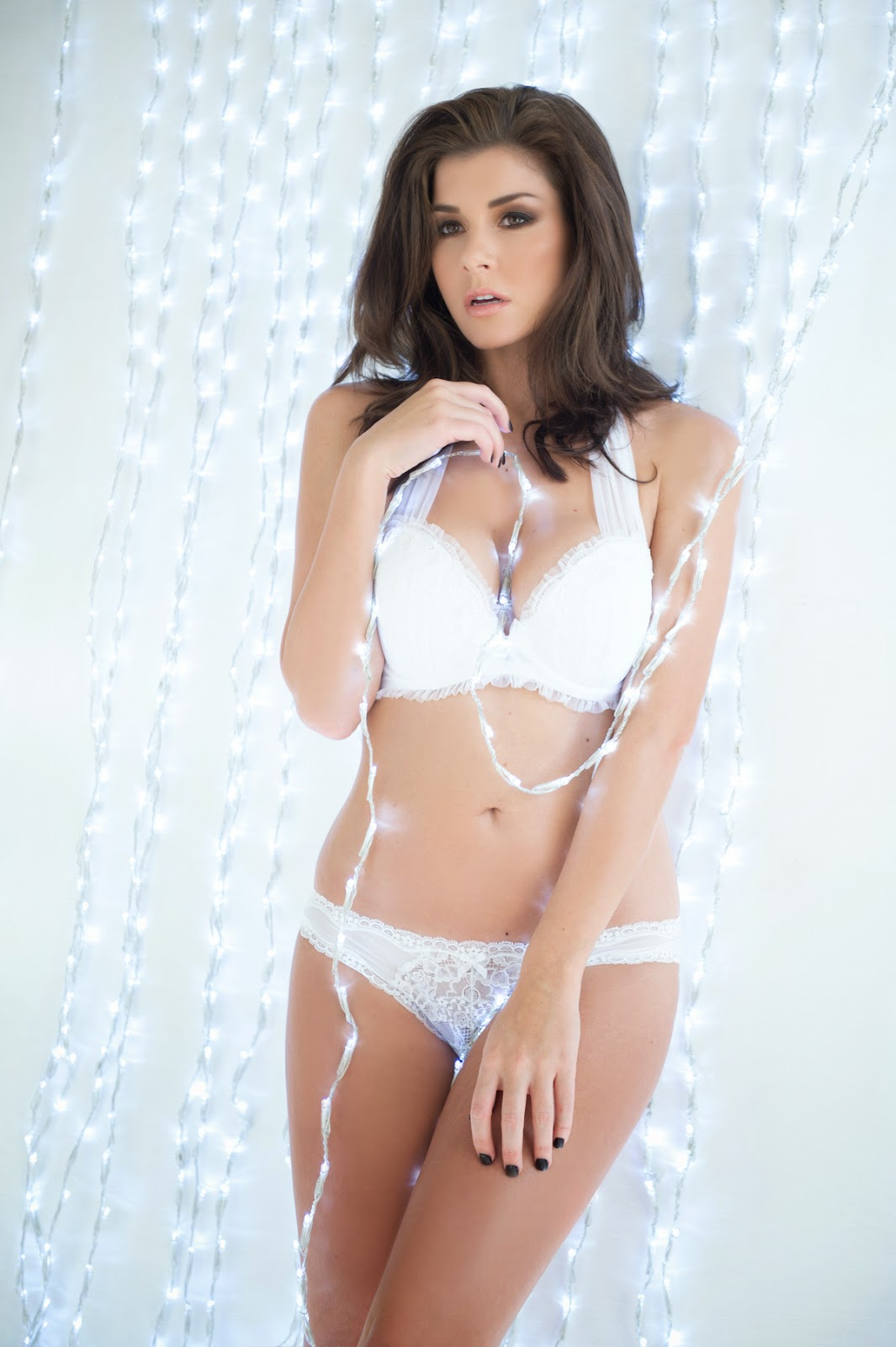 Imogen Thomas sizzles and strips down to lingerie for Christmas photoshoot