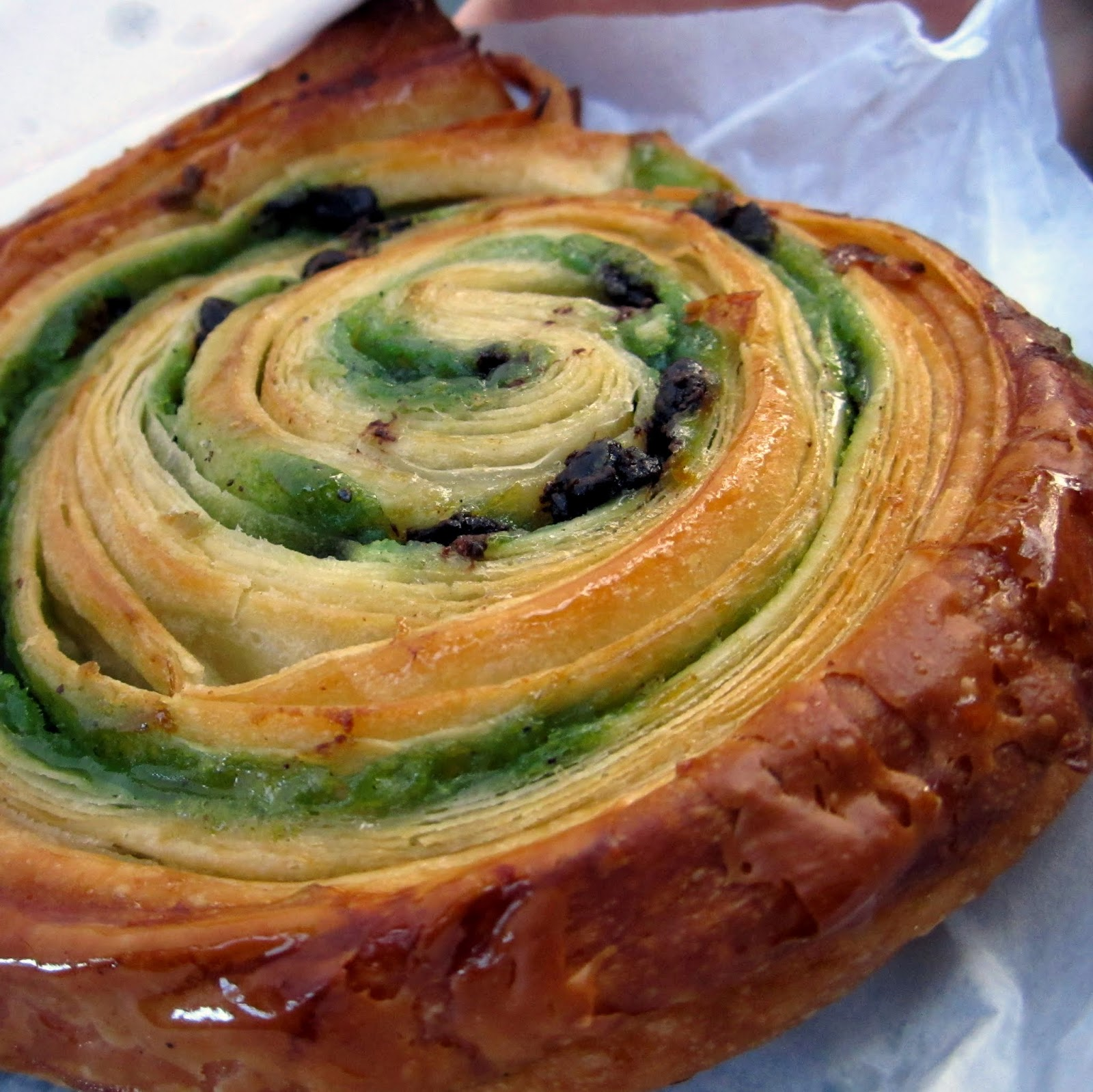 Du Pain et des Idée L'escargot chocolat pistache Paris France
