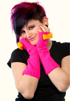 http://1.bp.blogspot.com/-dG-jox--6i0/TuzAWa9vQ_I/AAAAAAAACUo/k8G9aPuuDdI/s400/Hot+Pink+Kawaii+Arm+Warmers.jpg