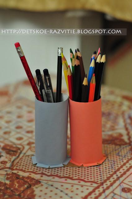 Стаканчики для карандашей из рулонов туалетной бумаги