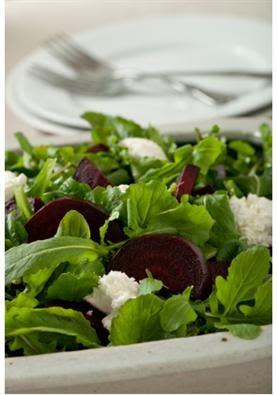 Hellim Peynirli ve Pancarlı Roka Salatası Tarifi