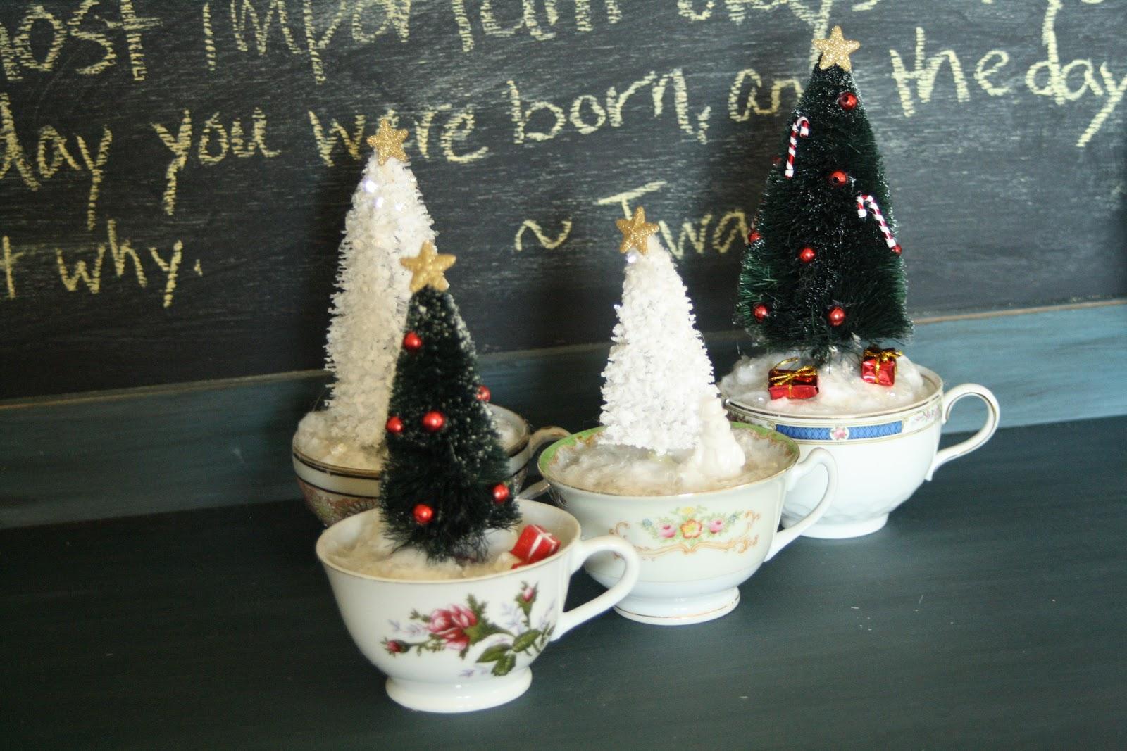 Tea cup christmas trees primitive and proper for Decoracion de navidad casera
